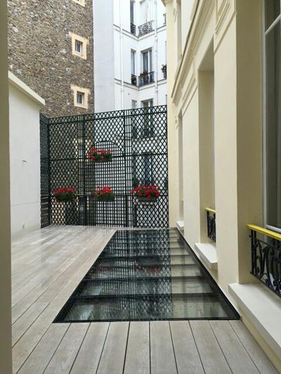 Dalle en verre au sol sur une terrasse