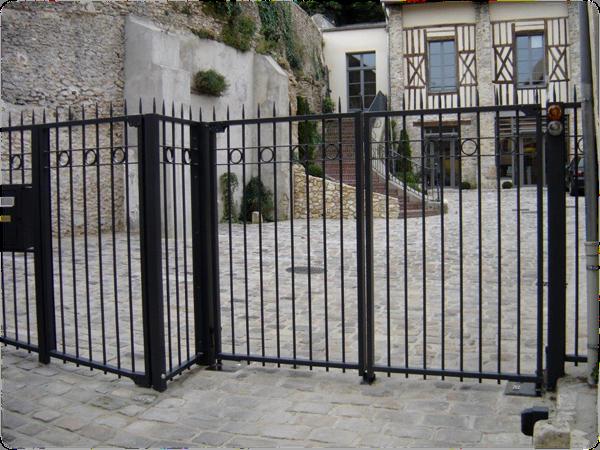 Sécurisation avec un portail métallique
